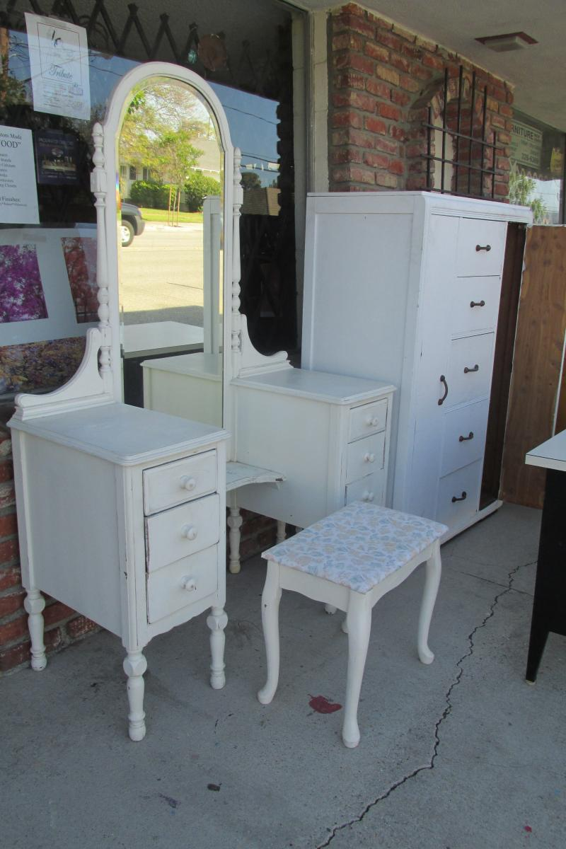 Thrift Shop Special Shabby Chic Bedroom Furniture