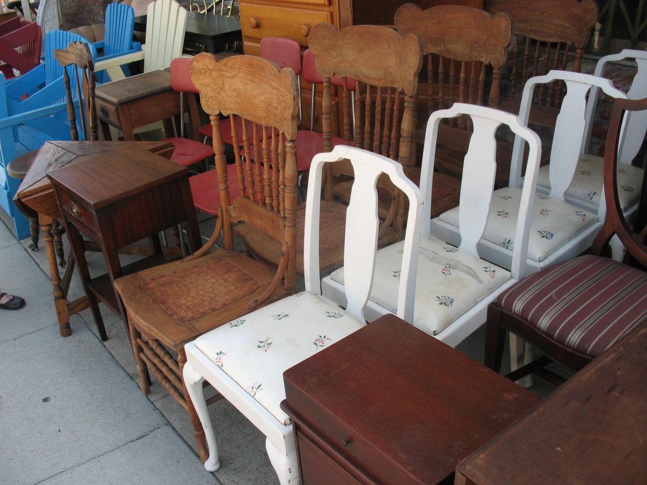 ... Chairs ... - Cheap - Thrift Shop @ Cheap, 25408 Narbonne Ave., Lomita, Torrance